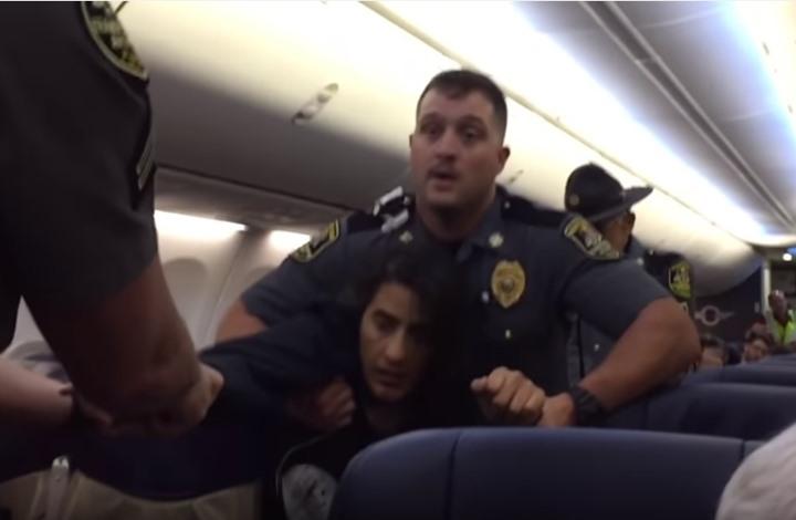 الشرطة الأمريكية تطرد مسلمة حامل من طائرة لأجل كلبين