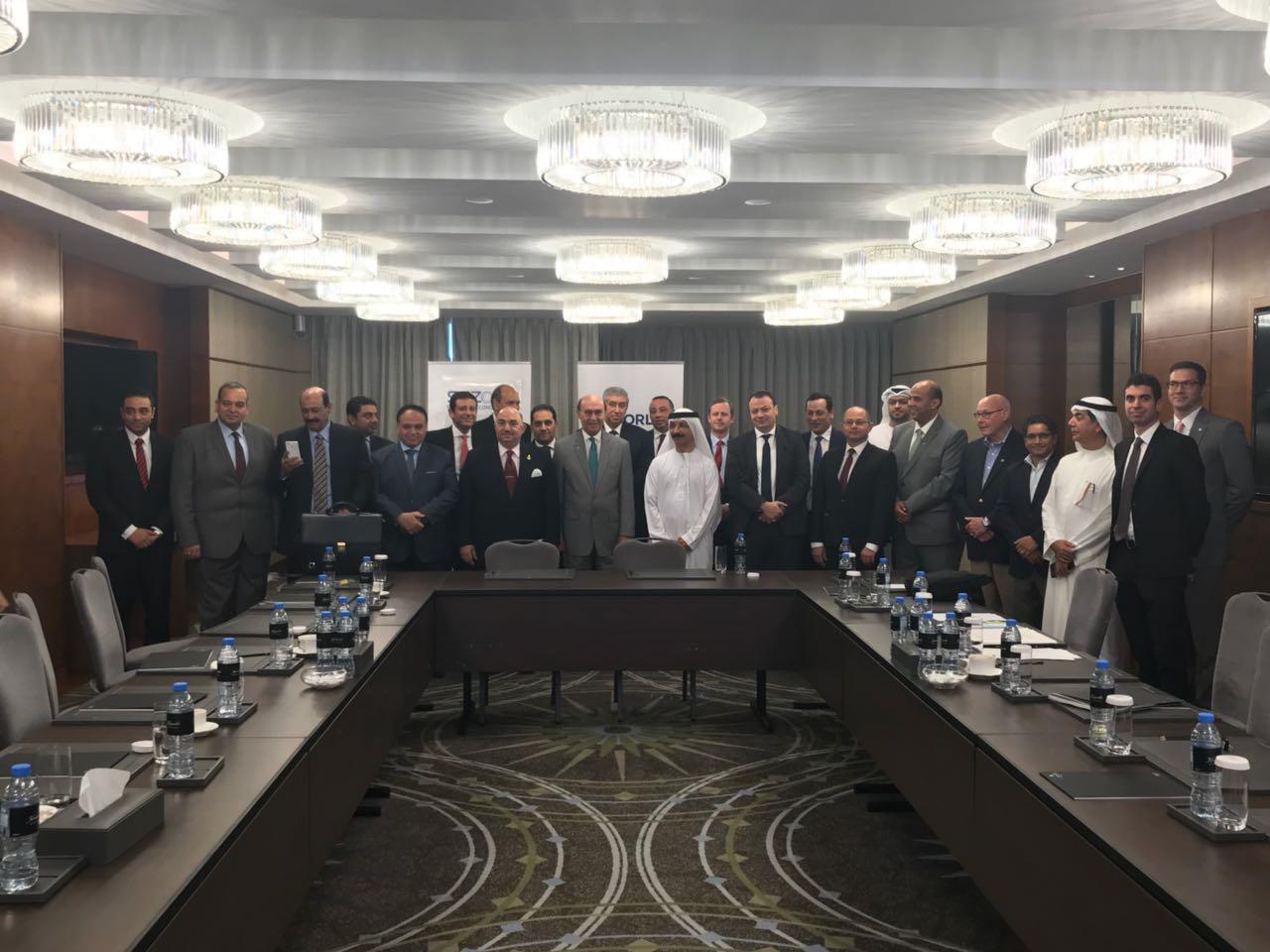 توقيع عقد شراكة بين موانئ دبي العالمية وقناة السويس