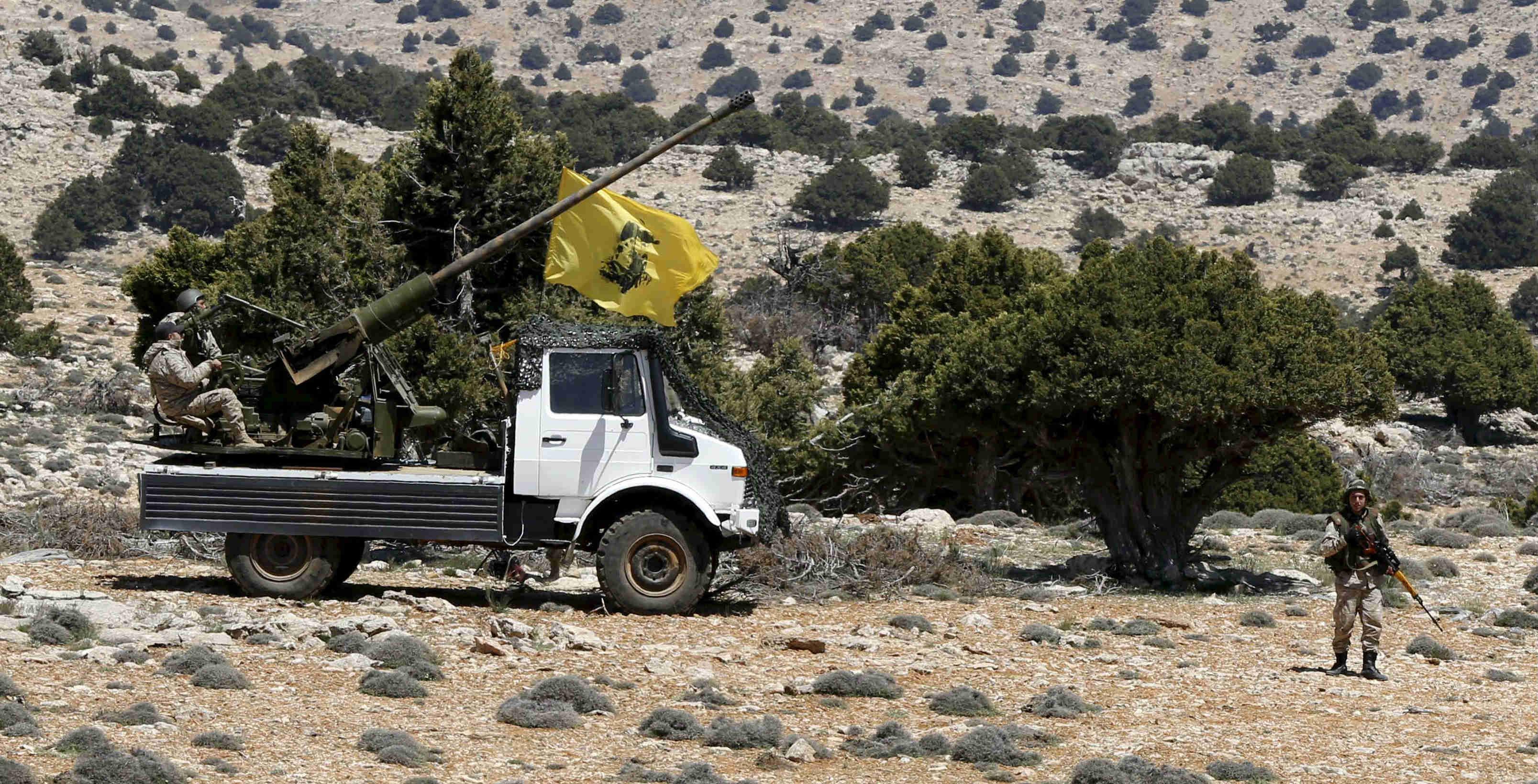 المعارضة السورية تدمر مركزا عسكريا لحزب الله في ريف حماة
