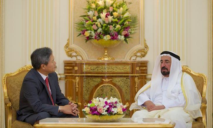 حاكم الشارقة يلتقي قنصل كوريا الجديد