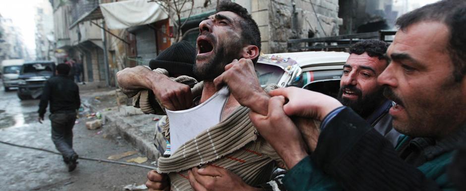 مقتل العشرات السوريين في غارات جوية على حلب