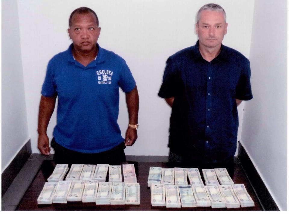 القبض على بريطانيين قاما بسرقة عملاء البنوك