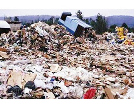 أهالي الذيد يشتكون الإضرار بالبيئة بتراكم النفايات