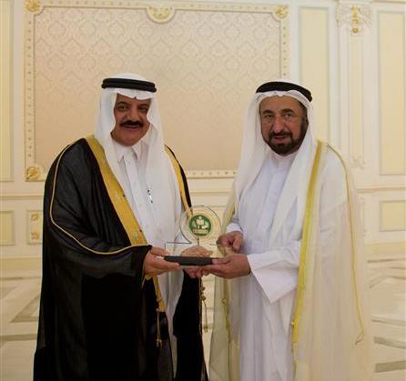 حاكم الشارقة يلتقي مدير مكتب التربية العربي لدول الخليج