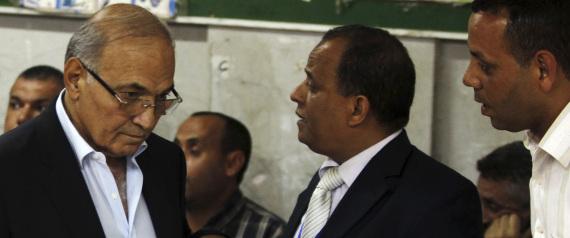 نيويورك تايمز تكشف السبب الحقيقي لانسحاب شفيق من سباق الرئاسة المصرية