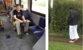مسلم كندي يعطي حذاءه لمحتاج ويعود لمنزله حافياً