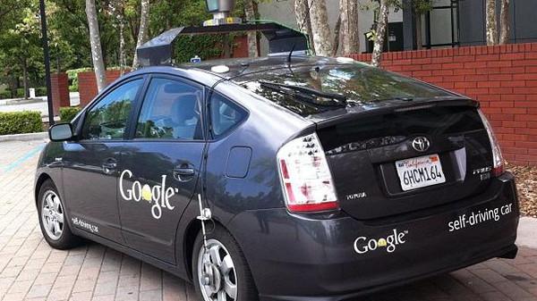 غوغل تختبر سيارات ذاتية القيادة في شوارع المدن
