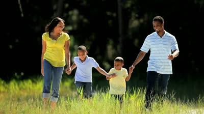 دراسة: المشي يساعد الإنسان على الابداع