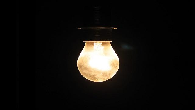 وزير باكستاني يقطع الكهرباء عن رئيس البلاد