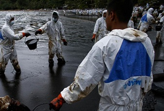 اكتشاف بكتيريا يمكنها مكافحة تسرب النفط