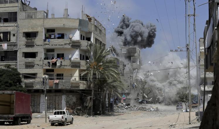 العدوان الإسرائيلي يواصل استهداف المدنيين والمساجد بغزة