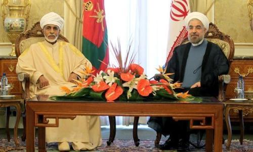 وصول الرئيس الإيراني إلى مسقط في أول زيارة لدولة عربية منذ توليه