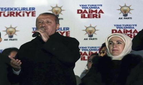 """أردوغان يعلن تحقيق حزبه """"فوزًا تاريخيًا"""" بالانتخابات"""