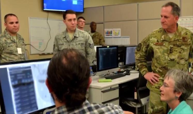 القوات الأميركية تطور مركز العمليات بقاعدتها في قطر