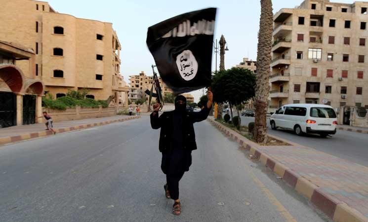 التحالف الدولي يلقي للمرة الأولى مناشير تطلب من سكان الرقة مغادرتها