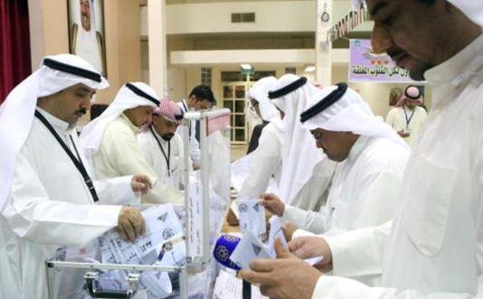 الانتخابات التكميلية في الكويت تجري وسط إقبال متوسط