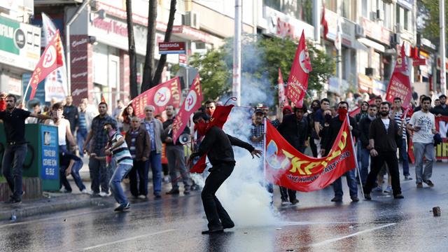 الشرطة التركية تفرق متظاهرين حاولوا التوجه إلى ميدان تقسيم