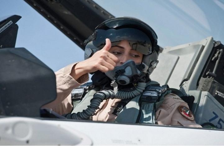 الإماراتية مريم المنصوري أول مقاتلة تشارك في قصف داعش