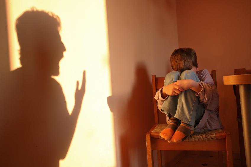 دراسة تربط بين الإساءة للطفل والتفكير الإجرامي مستقبلًا