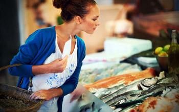 دراسة: السمك يقي المرأة من الإكتئاب