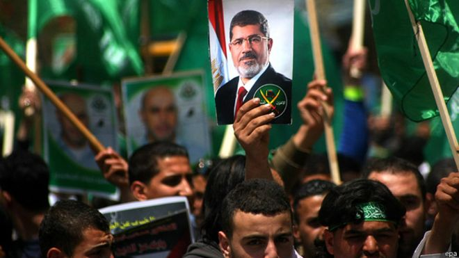 الإخوان المسلمون في مصر يلوحون بقبول فصل الدعوي عن الحزبي