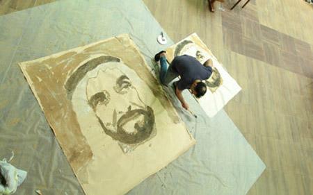 فنان عالمي يستعد لرسم أكبر لوحة للشيخ زايد في صحراء دبي