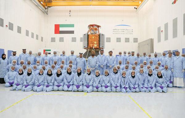 محمد بن راشد يدشن أول قمر صناعي عربي بتصنيع إماراتي