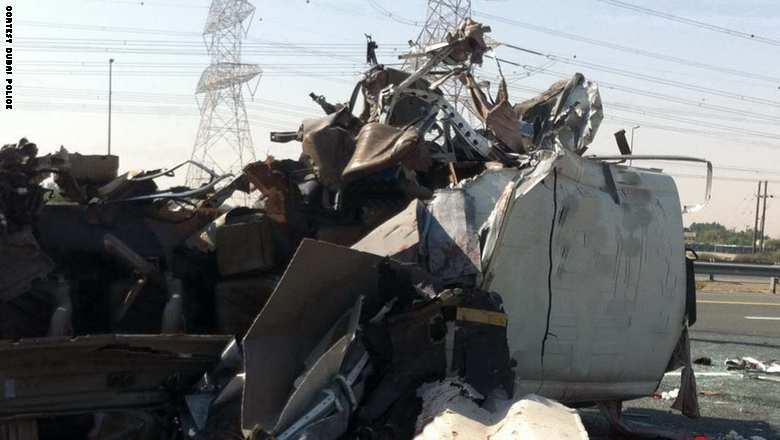 مصرع 13 شخصًا بحادث مروري مروع في دبي
