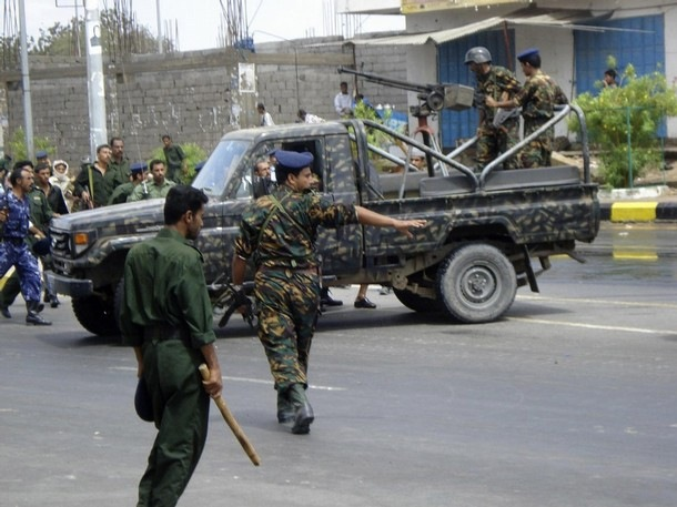 اشتباكات حول القصر الرئاسي بصنعاء ومقتل خمسة جنود