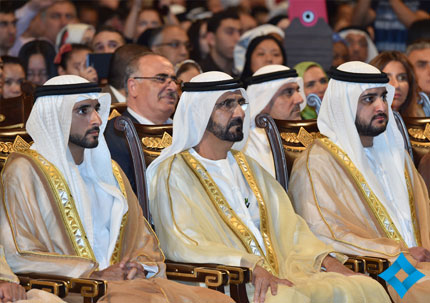 محمد بن راشد يحضر حفل تخرج للجامعة الأمريكية بدبي