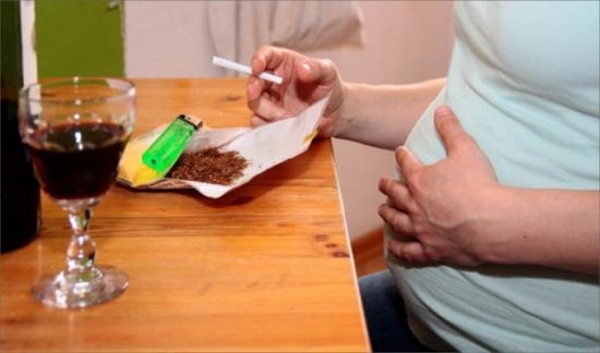 التدخين خطراً يهدد صحة الجنين