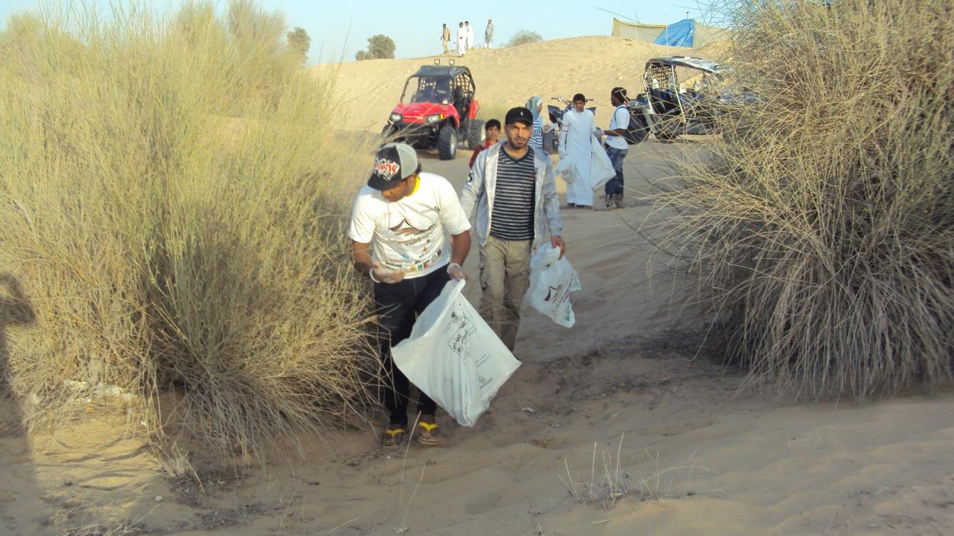 بلدية دبي تكثف النظافة في المخيمات البرية