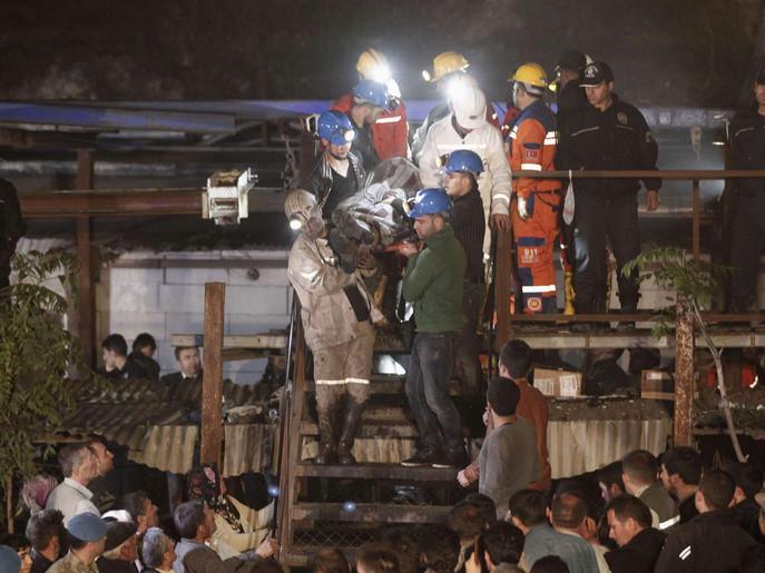 أكثر من 200 قتيل في حريق منجم غرب تركيا
