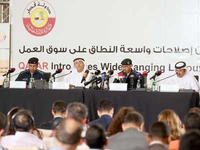 قطر تلغي نظام الكفيل وتستبدله بعقود عمل