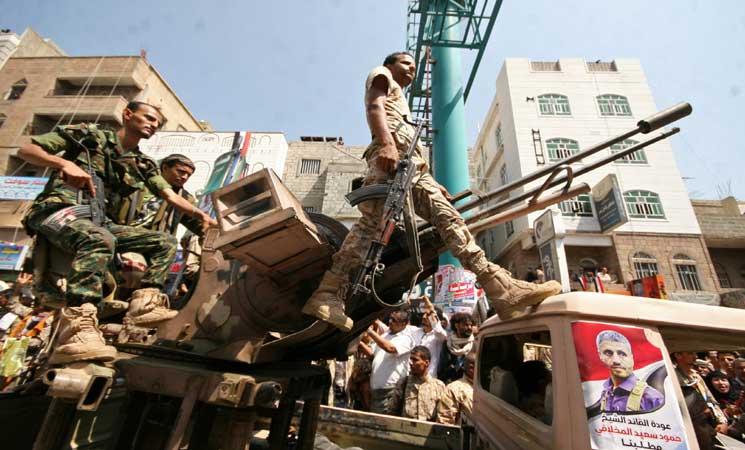 """الجيش اليمني يعلن السيطرة على مواقع في """"صعدة"""" قرب الحدود السعودية"""