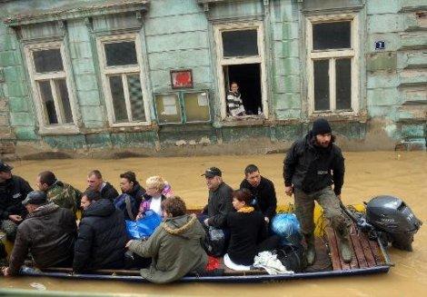 الكويت تقدم مساعدات لضحايا الفيضانات في البوسنة