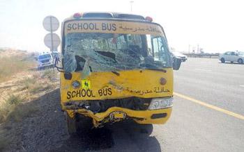 حادث مروري يتسبب بمقتل شخص وإصابة 16 طالب