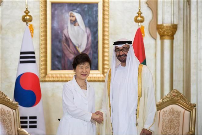 محمد بن زايد ورئيسة كوريا الجنوبية يناقشان تعزيز التعاون