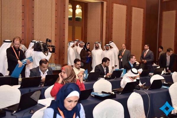 محمد بن راشد يزور المركز الإعلامي التابع لمنتدى الإعلام العربي