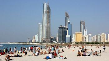 1.3 مليون زائر لشواطيء أبوظبي خلال أربع أشهر