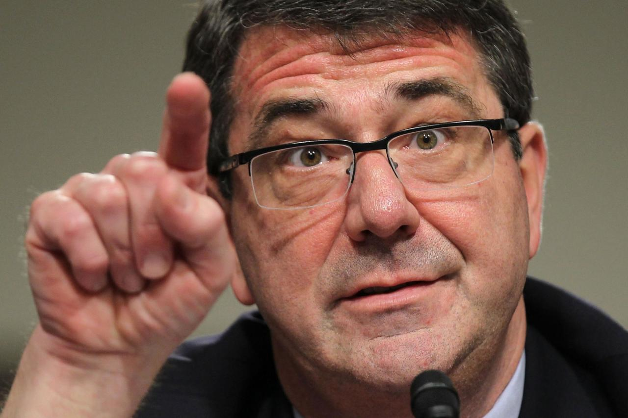 وزير الدفاع الأمريكي يتوعد إيران  بـقنبلة خارقة للتحصينات