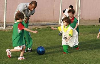 دراسة: الرياضة قبل بدء اليوم الدراسي تزيد من تركيز الأطفال