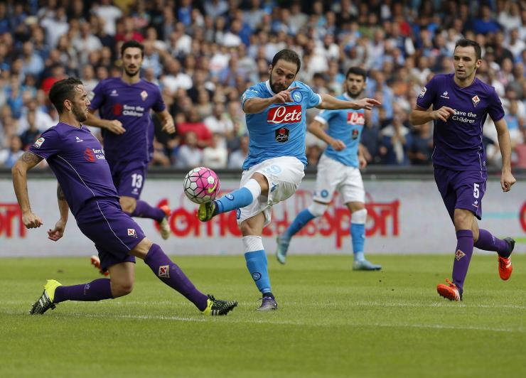 هدفان بدقيقة واحدة ينهيان مباراة القمة بين فيورينتينا ونابولي بالتعادل