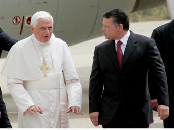 بابا الفاتيكان يبدأ زيارة للأردن