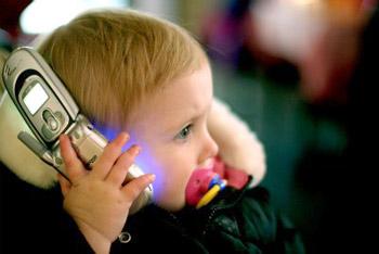 الهواتف المحمولة قد تسبب حساسية لجلد الأطفال