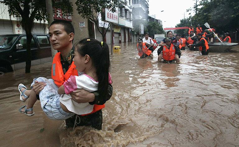 وفاة 37 شخصاً غرقاً بسبب الفيضانات في الصين