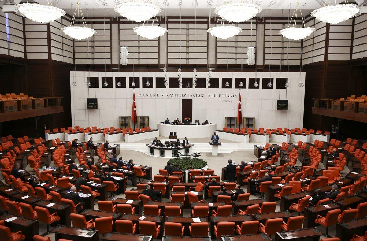 برلمان تركيا يوسع صلاحيات الرئيس بما يتيح له إعلان الطوارئ