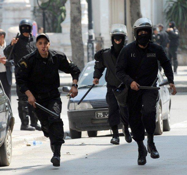 مقتل 4 من الشرطة التونسية بهجوم على منزل وزير الداخلية