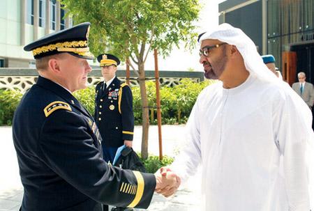 محمد بن زايد ورئيس هيئة الأركان الأمريكية يبحثان العلاقات الدفاعية