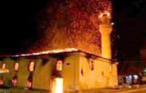 شبان مسيحيون يحرقون مسجداً في أفريقيا الوسطى